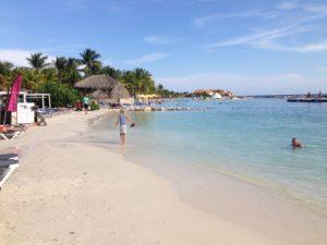 Bezoek Mambo Beach tijdens een vakantie Curaçao